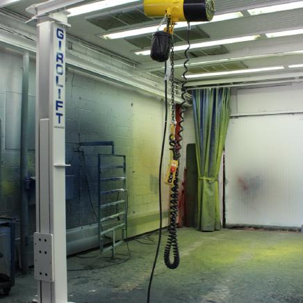 Modèle avec palan 500 lb de capacité et conduit hydraulique au plancher